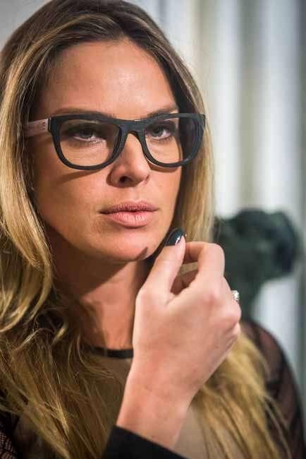 Em oitavo lugar, Bélgica (Giovanna Lancellotti), de Alto Astral, com óculos  de grau. É da Zen Barcelona. 60ffdc3c9d