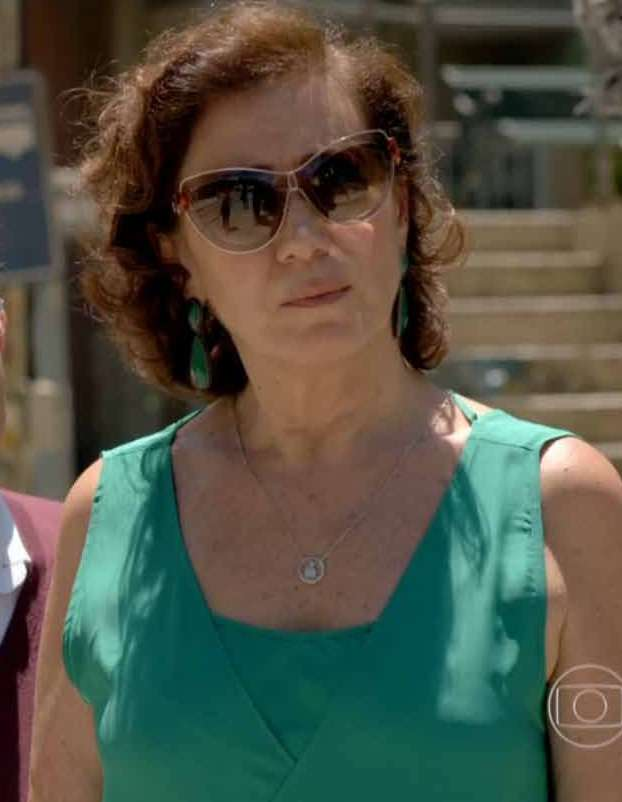 Em sexto lugar, os óculos de sol da Gaby (Sophia Abrahão), de Alto Astral.  É o modelo 4252 S, da Gucci. Preço  R  1.098. Informações  0800-7012097  (Safilo). 9cdc8f69fc